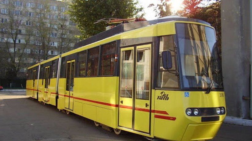 Un bărbat a murit în timp ce circula cu tramvaiul, în Capitală