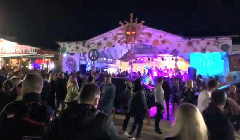Petreceri cu mii de tineri în Vama Veche, în primul weekend de libertate după ridicarea restricțiilor