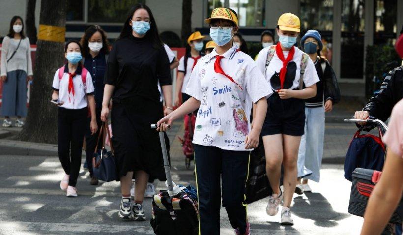 Profesoară româncă, blocată în China până în septembrie: 'Nu lăsați masca jos'