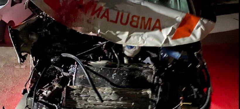 Accident grav cu o ambulanță în Ialomița. Șoferul era băut