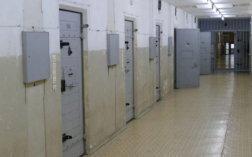 Un deţinut din Penitenciarul Botoşani s-a spânzurat în camera închisorii