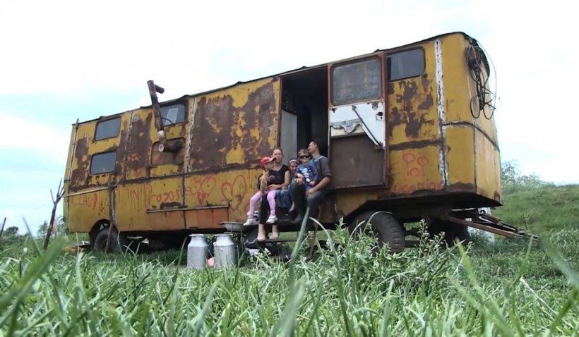 Lecția dureroasă de viață a familiei care trăiește într-un vagon, în Alba Iulia