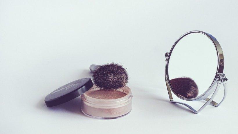 Trei companii cosmetice importante renunță la folosirea talcului în unele produse