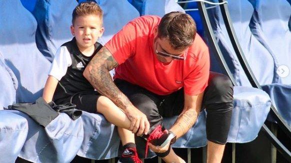 """Adrian Mutu s-a antrenat alături de băieţelul lui în vârstă de 3 ani: """"Îi arăt ce înseamnă fotbalul"""""""