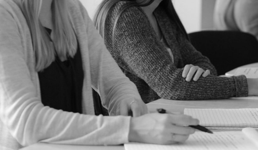 Avocat: Nu poţi chema angajaţii din şomaj tehnic şi să-i pui să lucreze imediat
