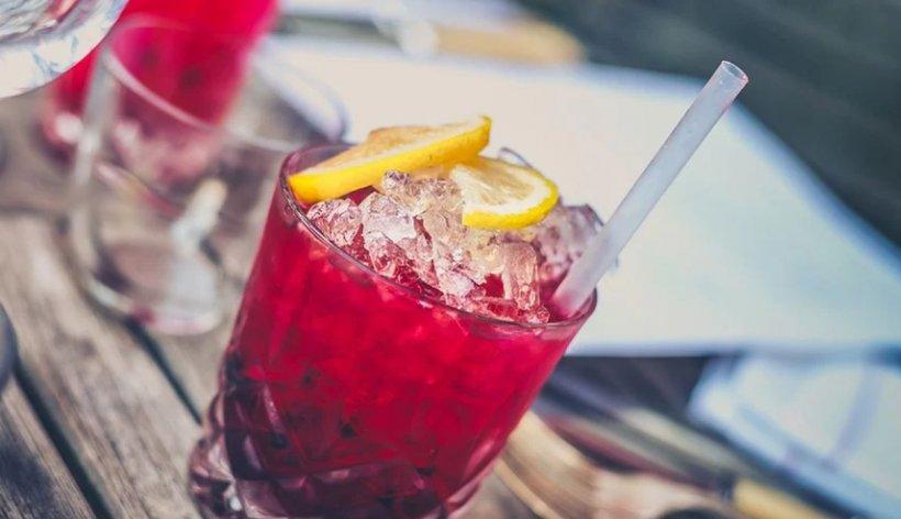 Băuturile care sunt interzise vara! Dacă le consumi, îți pui sănătatea în pericol
