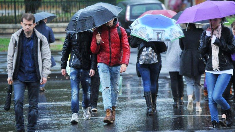 Codul Galben de ploi, prelungit până luni, pentru toată țara