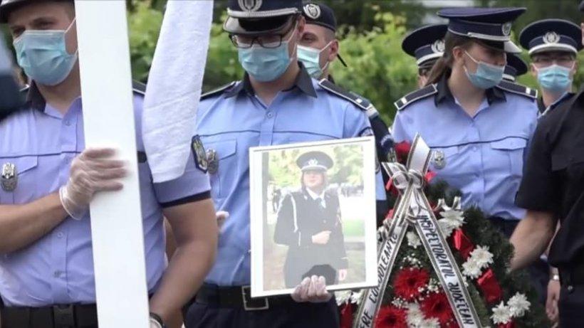 Ana Maria, polițista care a ars de vie în mașină, condusă pe ultimul drum cu onoruri militare (VIDEO)