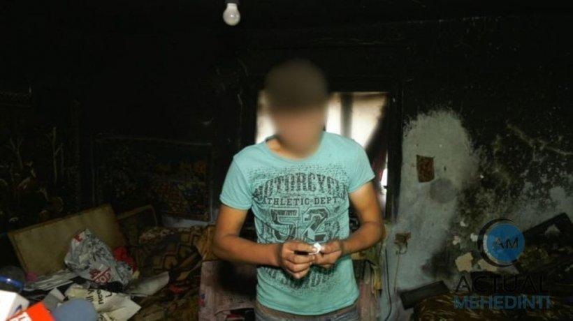 """Mărturie înfiorătoare a fratelui tinerei incendiate în Mehedinți: """"Când am ieșit eu din casă, soră-mea ardea, iar el fugea. A venit și cu toporul!"""""""
