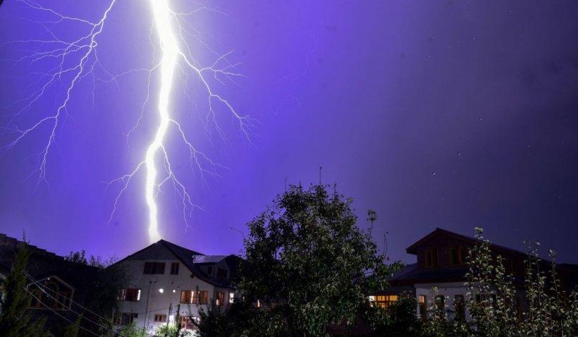 Alertă meteo. Cod portocaliu de vijelie, grindină și ploi torențiale în aproape toată România