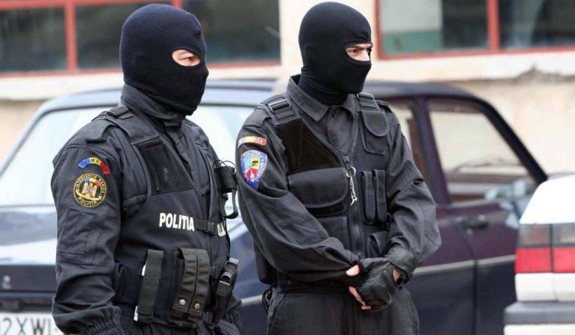 Percheziții de amploare în zona specială de siguranță de la Murgeni. 70 de mascați au descins în forță la clanurile de interlopi