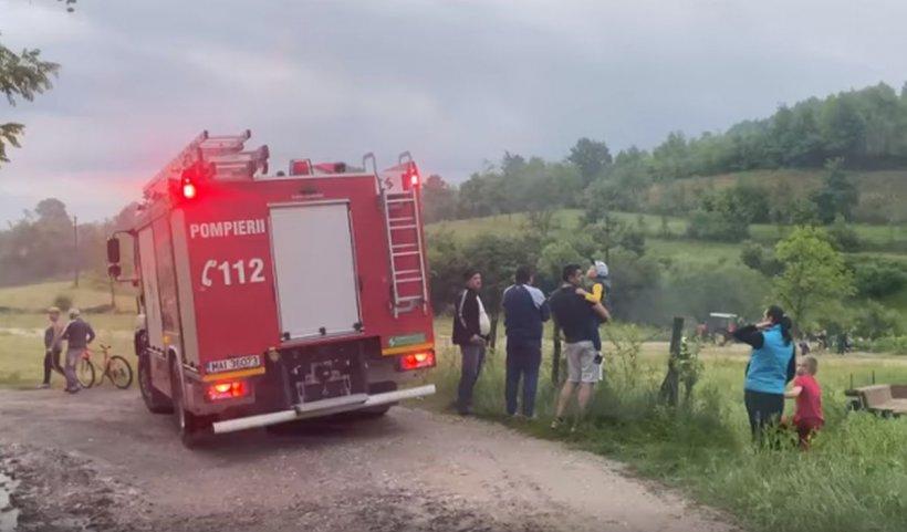 Tatăl copilului ucis de viitură a traversat pârâul cu maşina ca să nu-l oprească Poliția. Era băut și avea permisul anulat