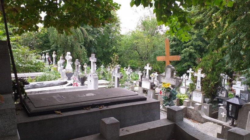 Un bărbat din Dâmbovița a murit în cimitir. Se chinuia să repare un cavou