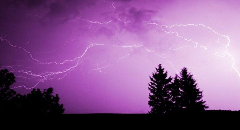 Alertă meteo. Cod galben și portocaliu de furtună și ploi torențiale în România
