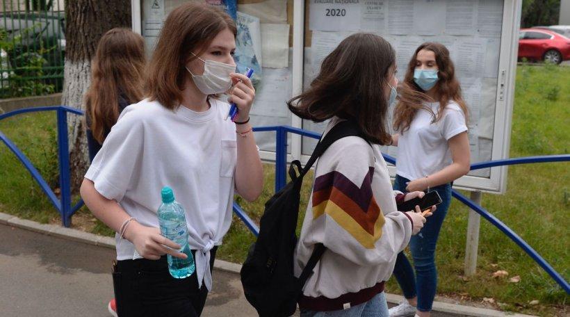 """Cum a fost de fapt la Evaluarea Națională 2020. Mărturia unei eleve: """"Era miros de dispensar, îmi bătea inima tare. Abia puteam să respir prin mască"""""""