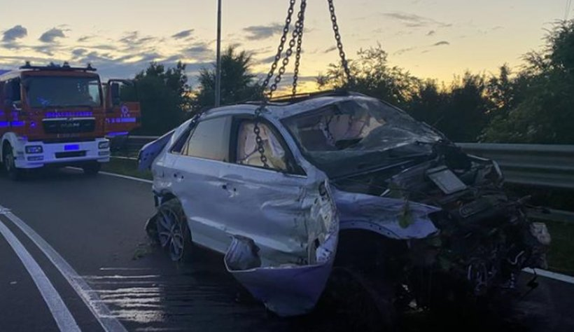Doi români au murit în Italia după ce mașina în care se aflau s-a prăbușit de pe un pod