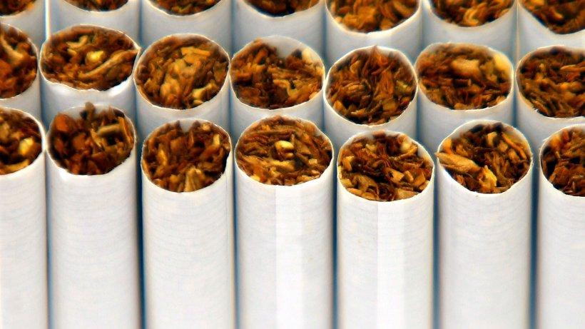 Au furat dintr-un depozit din București 1.400.000 de ţigarete și le-au vândut. Ce au făcut hoții cu banii câștigați