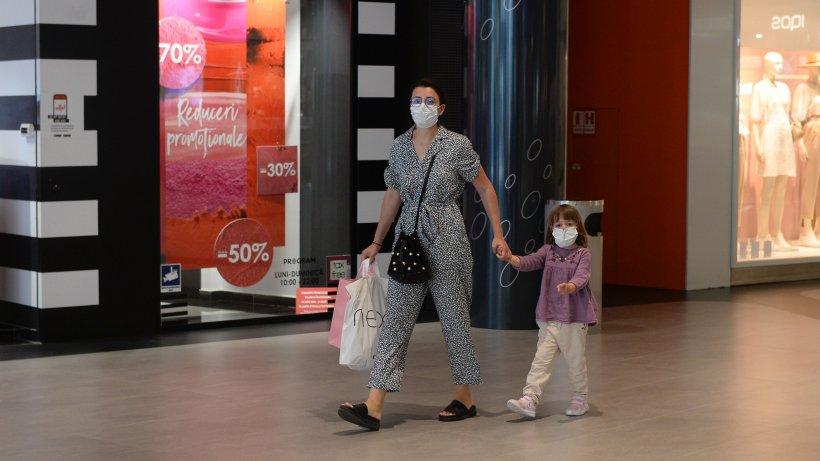 Marea redeschidere a mall-urilor a început de ieri. Ce amendă riști dacă nu porți mască de protecție