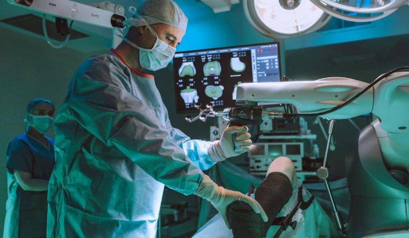 Premieră medicală în România! Robot folosit pentru operații de genunchi și șold