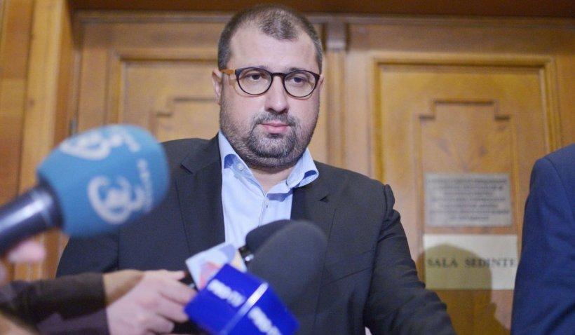 Fostul ofițer SRI, Daniel Dragomir, nu a fost găsit acasă de polițiști și va fi dat în urmărire