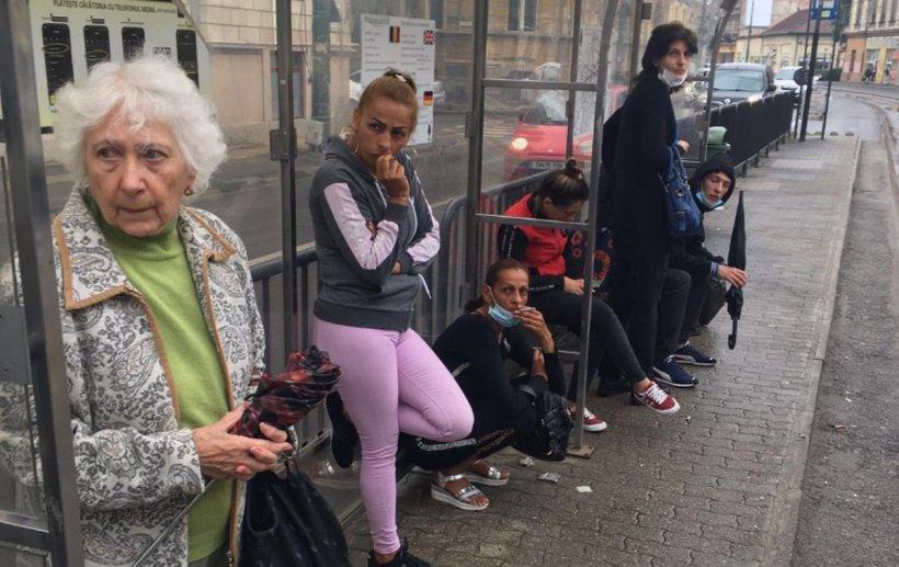 Bătrână trântită pe jos de hoți, într-un tramvai din Timișoara