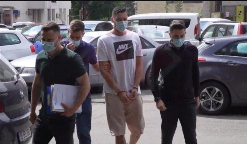 Un fotbalist din Iași a fost reținut după ce și-a terorizat iubita, a bătut-o și a sechestrat-o