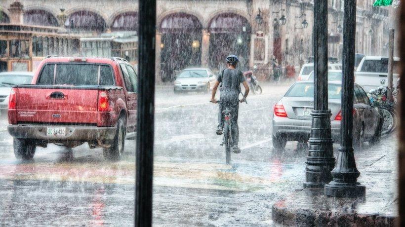Alertă ANM! Cod portocaliu de ploi torențiale în toată țara