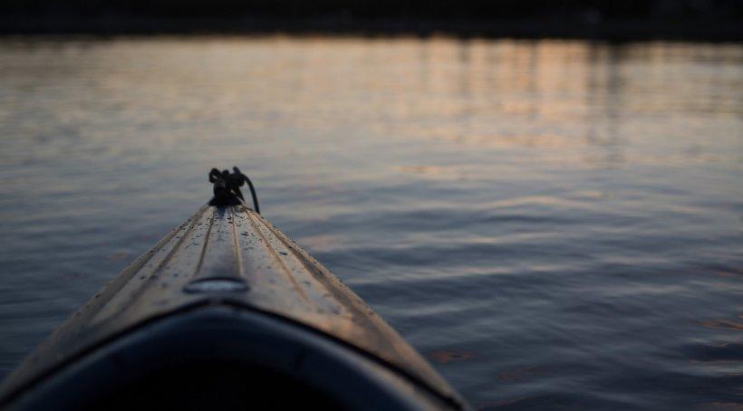 Barcă răsturnată în Parcul Herăstrău din Capitală. Turiști în pericol de moarte