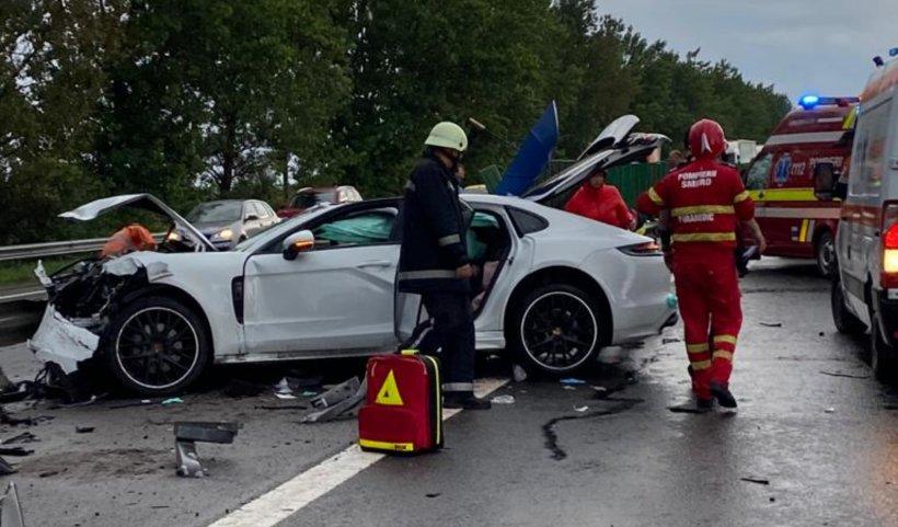 Bolid de lux făcut praf, duminică, pe Autostrada Soarelui. O persoană a murit și trei au fost rănite