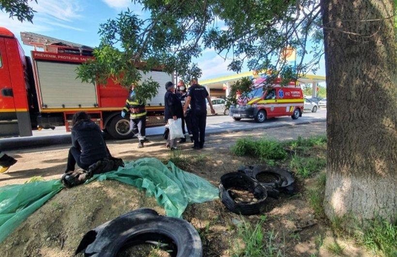 Au încercat să salveze o viață, dar au intrat cu mașina într-un copac. Destinul crunt al unor bărbați din Vrancea