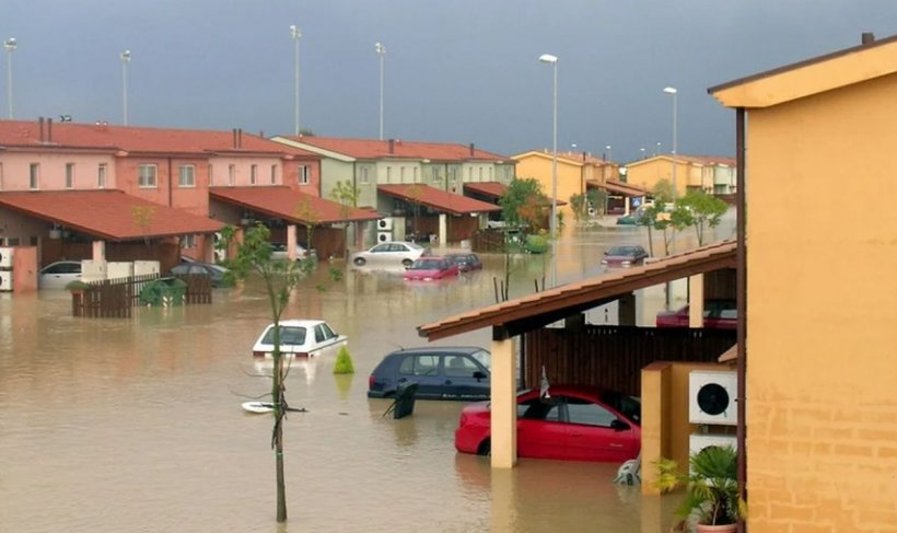 Ce trebuie să faci înainte, pe timpul şi după inundaţii. Primul lucru care trebuie făcut dacă inundația te surprinde acasă