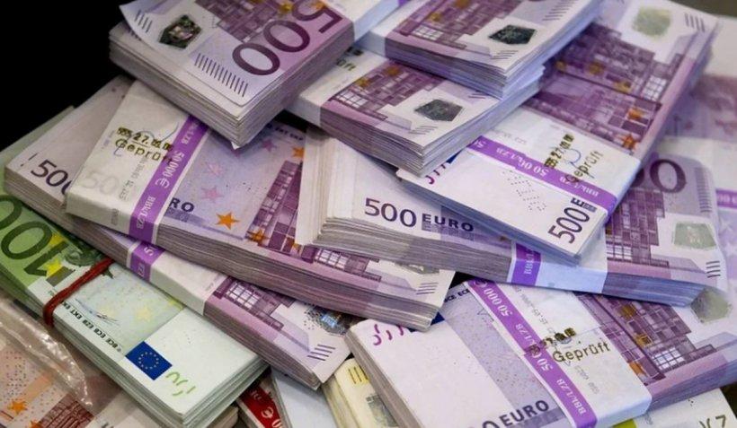 300.000 de euro furați din conturile românilor. Clienți lăsați fără bani de angajatele băncii