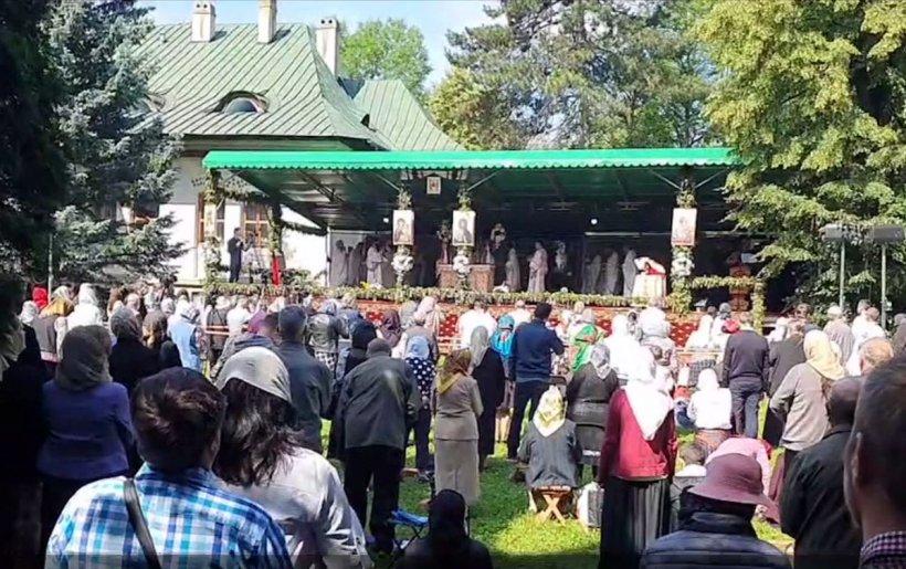 Mii de credincioși, în pelerinaj la Moaștele Sfântului Ioan cel Nou de la Suceava, în plină pandemie de coronavirus