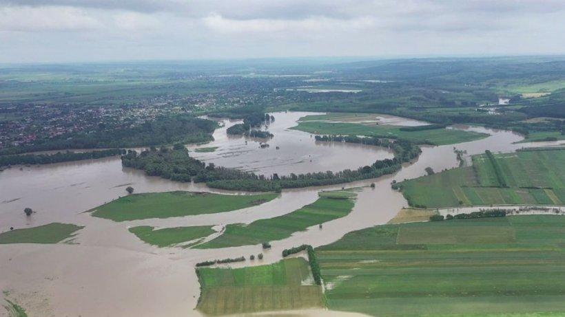 Autorităţile sunt în alertă! Viitura de pe Prut a intrat în România, iar 34 de copii au fost evacuaţi de urgenţă