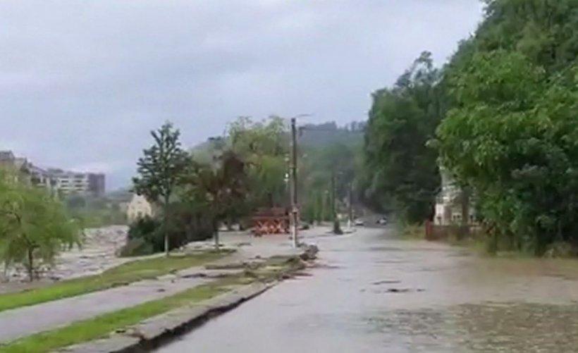 Imagini dramatice pe Valea Jiului, după inundațiile care au făcut prăpăd. Zeci de case au fost distruse de viitură