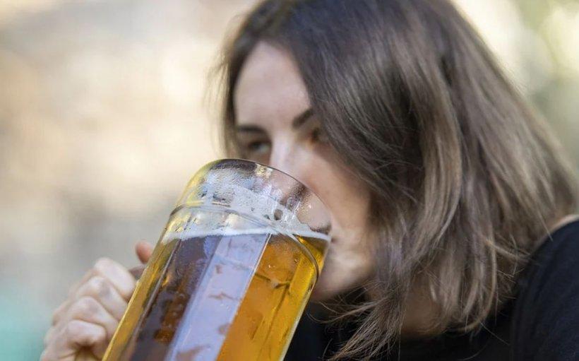 O fată din Botoșani a sărbătorit nota de la Evaluarea Națională până a ajuns în comă alcoolică la spital. Părinții sunt în stare de șoc