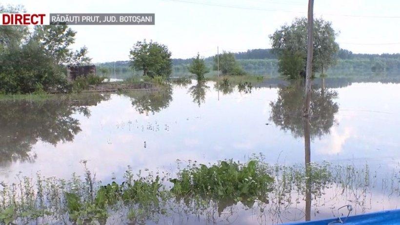 Cod roşu de inundaţii pe râul Prut. Cota de atenție a fost depășită cu doi metri
