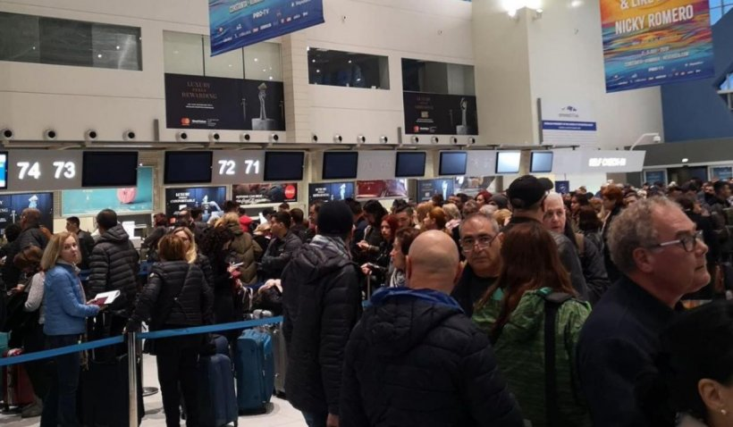 """Coșmar pentru pasageri la Aeroportul Otopeni: """"Este revoltător! De ce pe alte aeroporturi din Europa nu se întâmplă acest lucru"""""""