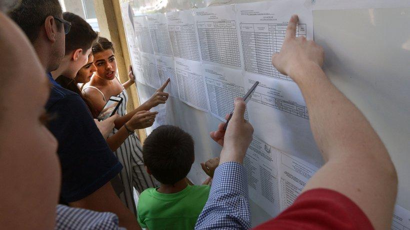 Scandal după afișarea notelor la Evaluarea Națională. Viitorul elevilor, pus în pericol de profesorii evaluatori. Lucrare de nota 10, notată cu 6 înainte de contestație