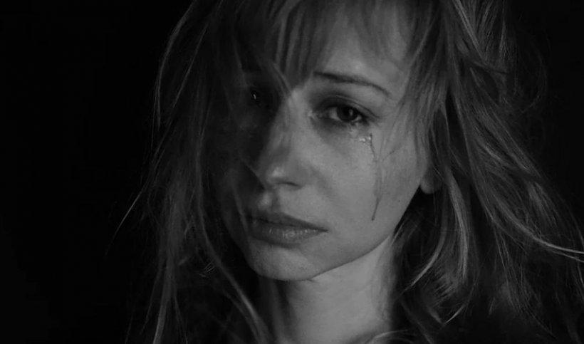 Clipe de groază pentru o tânără româncă. A fost înjunghiată și stropită cu benzină de iubit, după ce a cheltuit 50.000 € pe o mașină