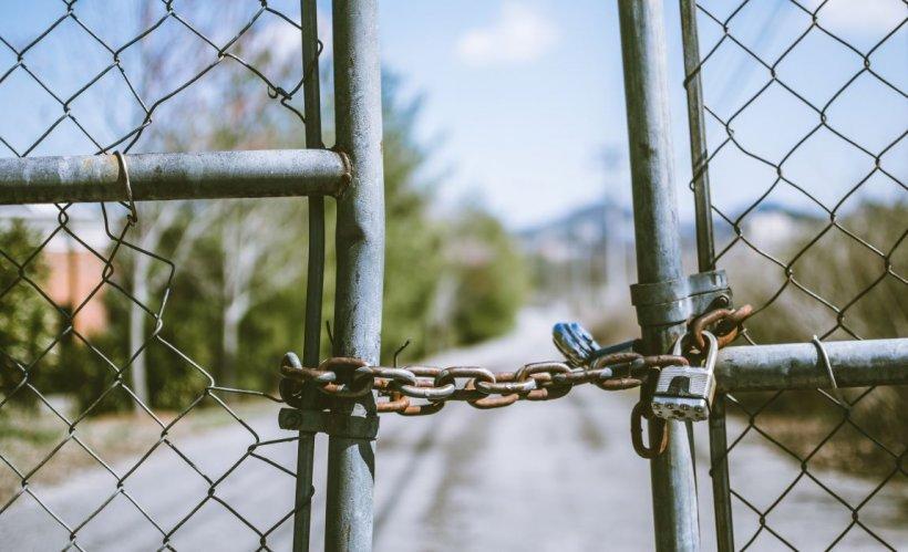 Un important grup francez închide două fabrici din România. Ce se va întâmpla cu angajații