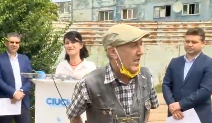 Cine este, de fapt, pensionarul care făcut scandal la conferința de presă a ministrului Muncii, Violeta Alexandru