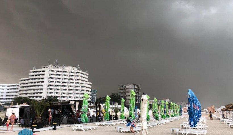 COD ROȘU și furtună puternică pe litoral. Un turist ar fi dispărut în largul mării - VIDEO