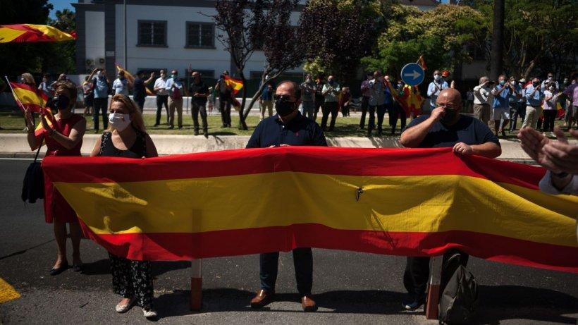 Mii de români din Spania, izolaţi la domiciliu şi obligaţi să respecte restricţii drastice