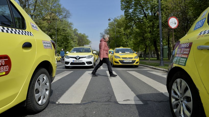 """""""Maimuța"""" descoperită la razie! Cum își înșală clienții taximetriștii din București"""