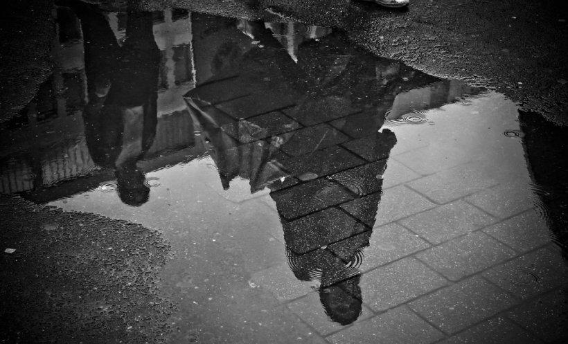 Mai mult de jumătate de ţară, sub cod galben de ploi. Vremea se răceşte. Cât durează perioada cu vijelii