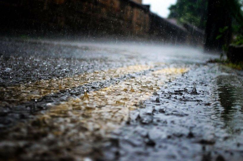 Prognoza METEO: Vremea se va răci accentuat! Jumătate din țară sub cod galben de ploi