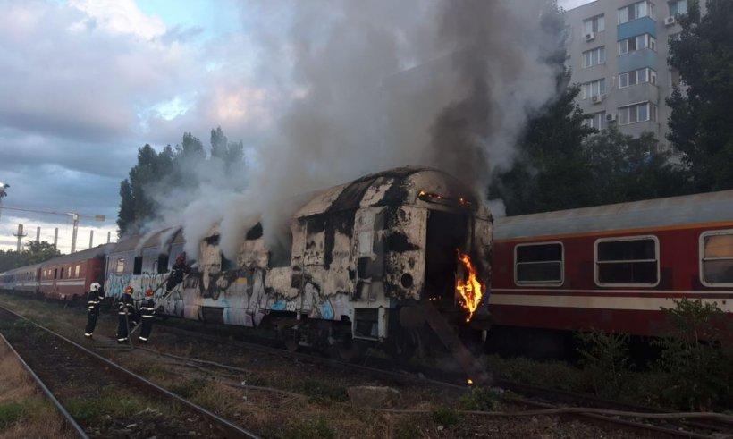 Tren în flăcări în județul Teleorman! Pompierii au intervenit de urgență