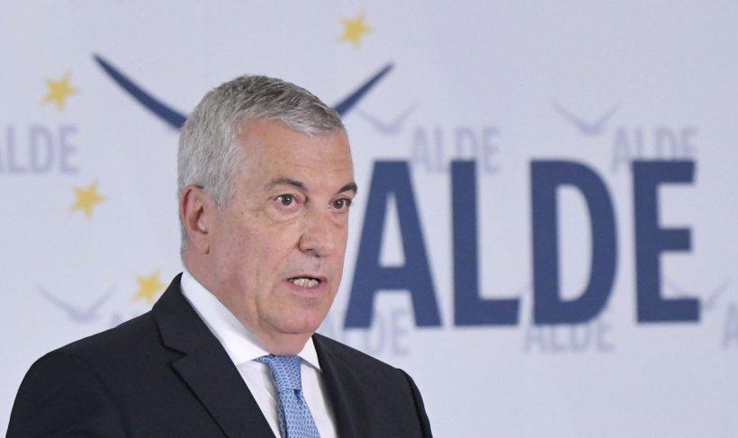 """Călin Popescu Tăriceanu: """"Cât de rupt de realitate trebuie să fii ca să deschizi tu, Președintele Prompter, subiectul cinismului în politică?"""""""
