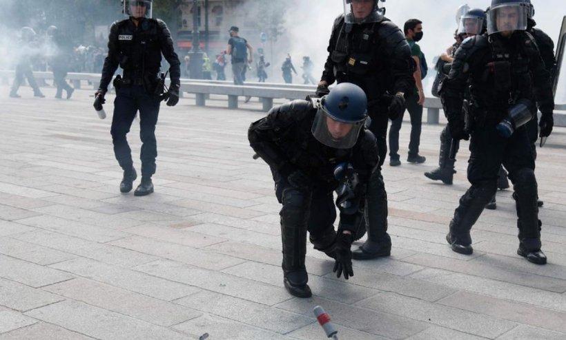 Proteste de amploare pe străzile din Paris, chiar de Ziua Franței. Confruntări violente între cetățeni și forțele de ordine